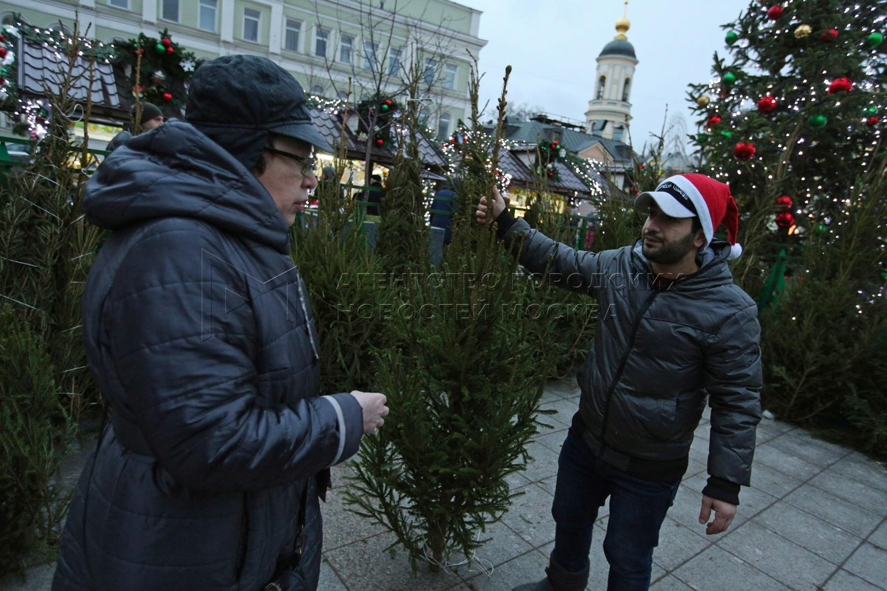 Работа  елочного базара на пересечении Климентовского пер. и ул. Малая Ордынка