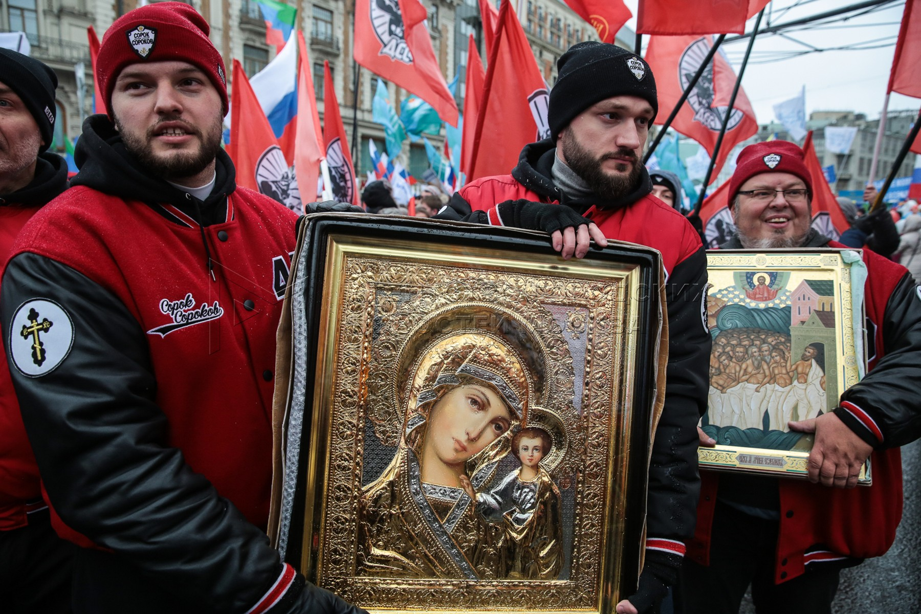 Шествие и митинг-концерт «Мы едины» в День народного единства в центре Москвы