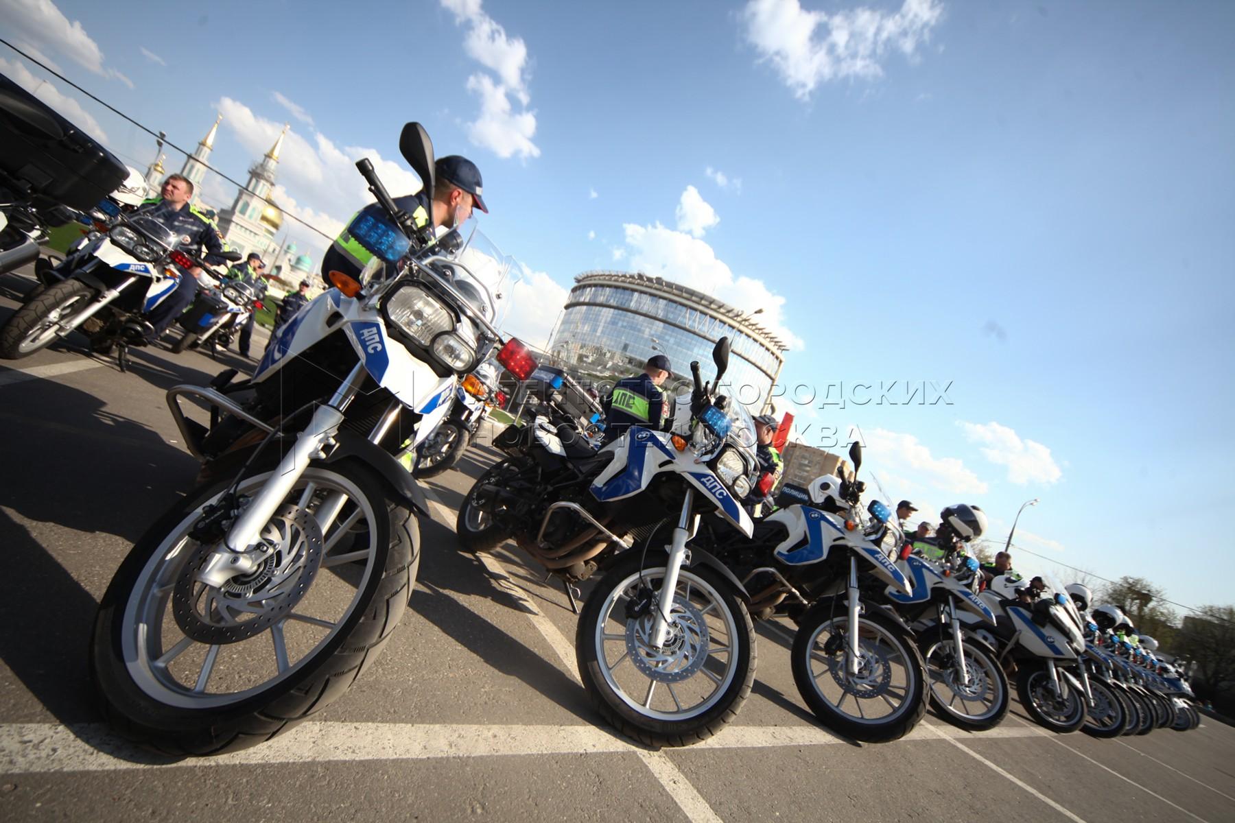 Cтроевой смотр готовности техники и личного состава ГИБДД к открытию мотосезона-2017 в Москве.