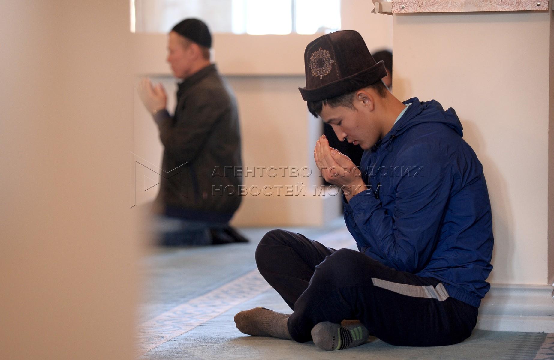 Автор: Авилов Александр. Торжественное богослужение в честь праздника Курбан-байрам в Москве
