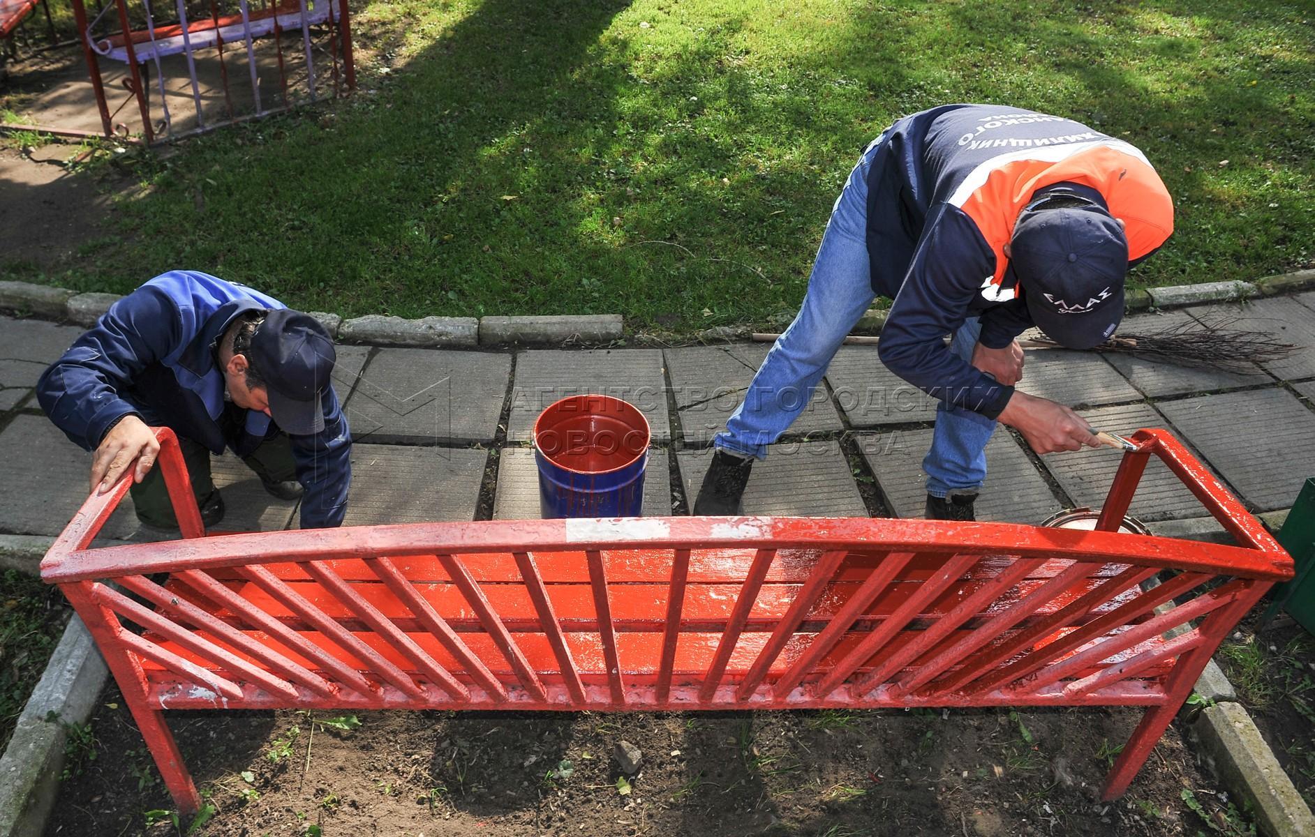Работа служб ЖКХ по уборке домов и дворов в Москве