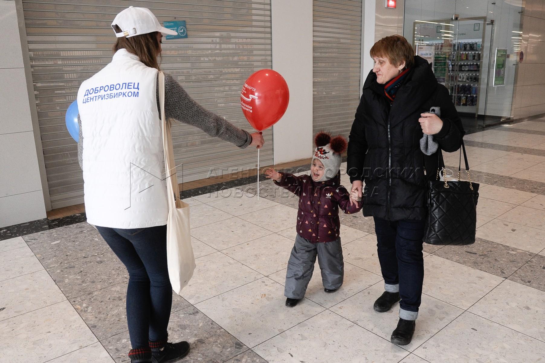 Работа волонтеров в рамках проекта «Молодежь выбирает будущее!». Автор фото: Авилов Александр