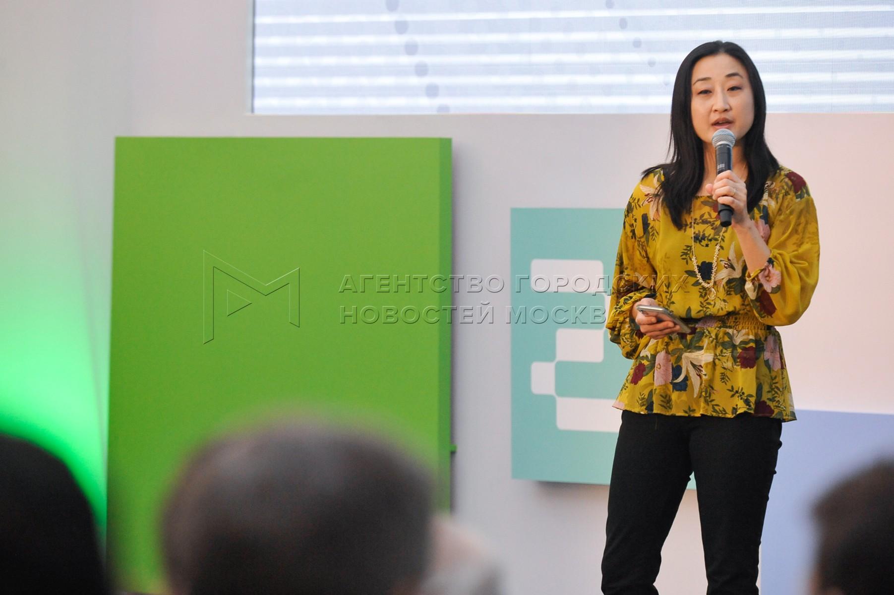 Главный исполнительный директор компании 500 Startups Кристина Цай на Демо-дне совместного Акселератора Сбербанка и 500 Startups.