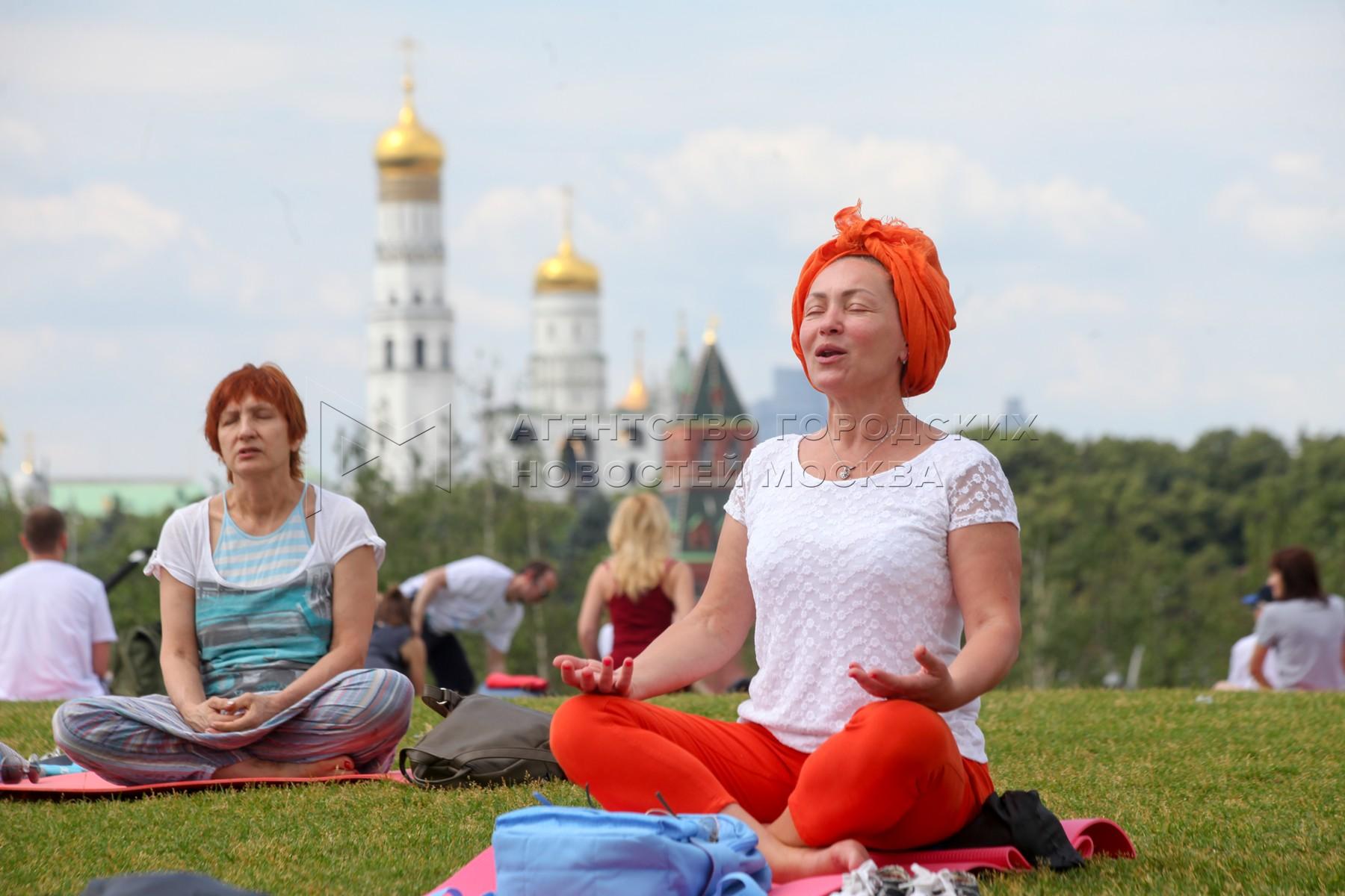 День йоги в парке «Зарядье».