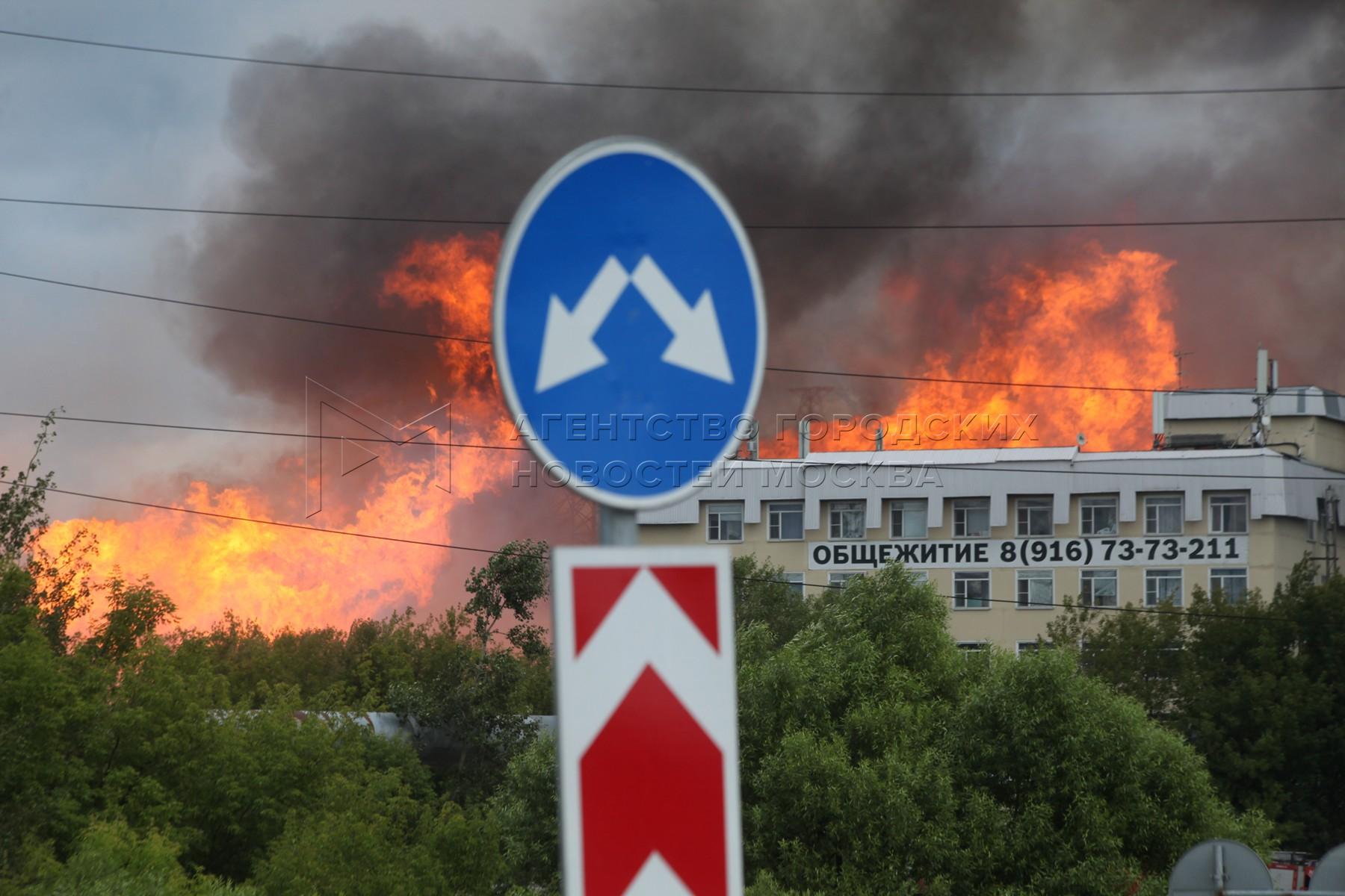 Пожар в районе Северной ТЭЦ в Мытищах.