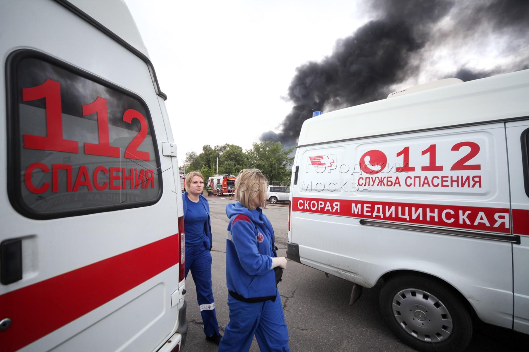 Работа оперативных служб в районе возгорания участка газопровода в Мытищах.