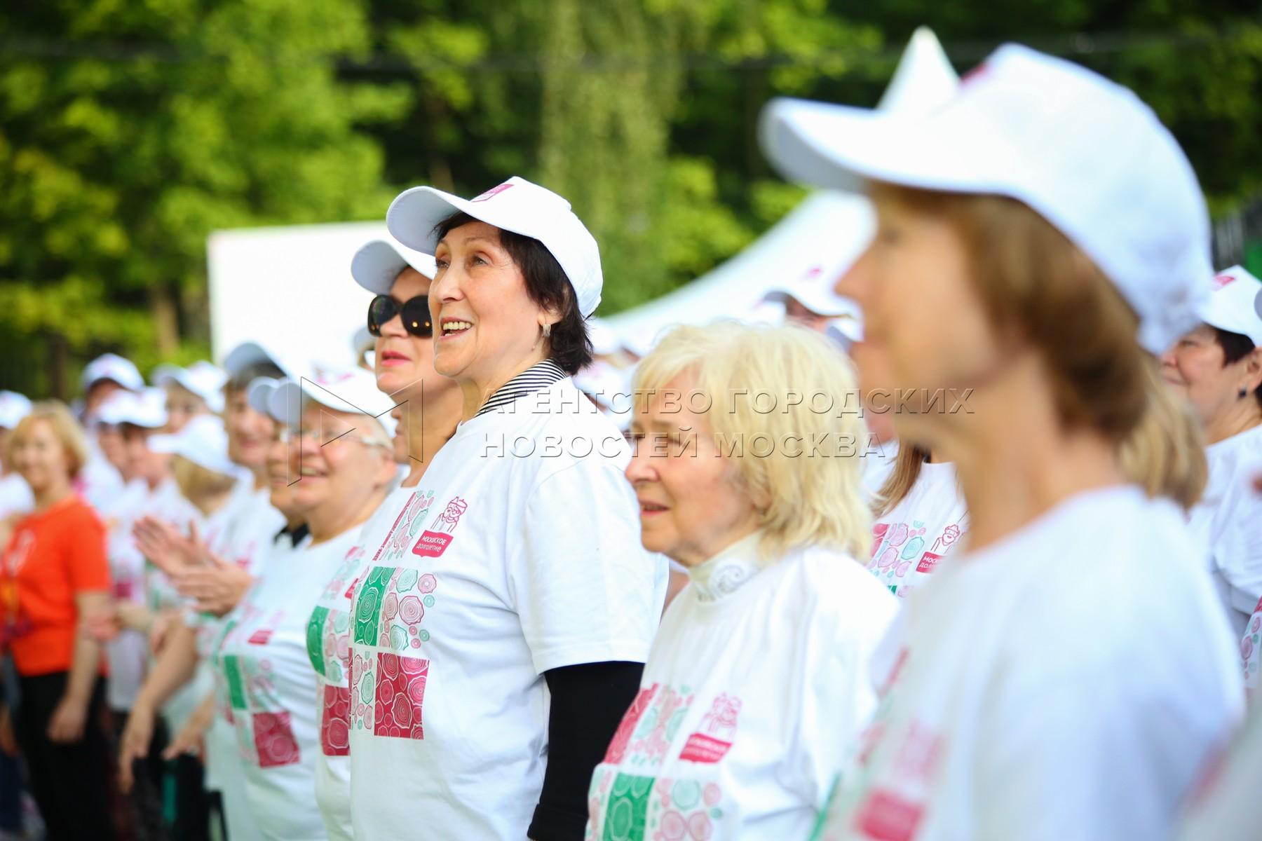 Танцевальный марафон в рамках программы «Московское долголетие» в парке «Сокольники».