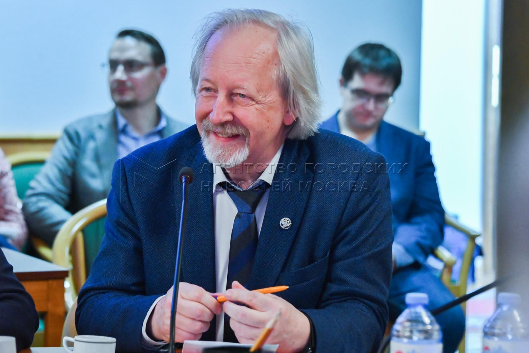 Президент Российской библиотечной ассоциации Михаил Афанасьев на заседании Общественного совета при Комитете Госдумы по культуре.