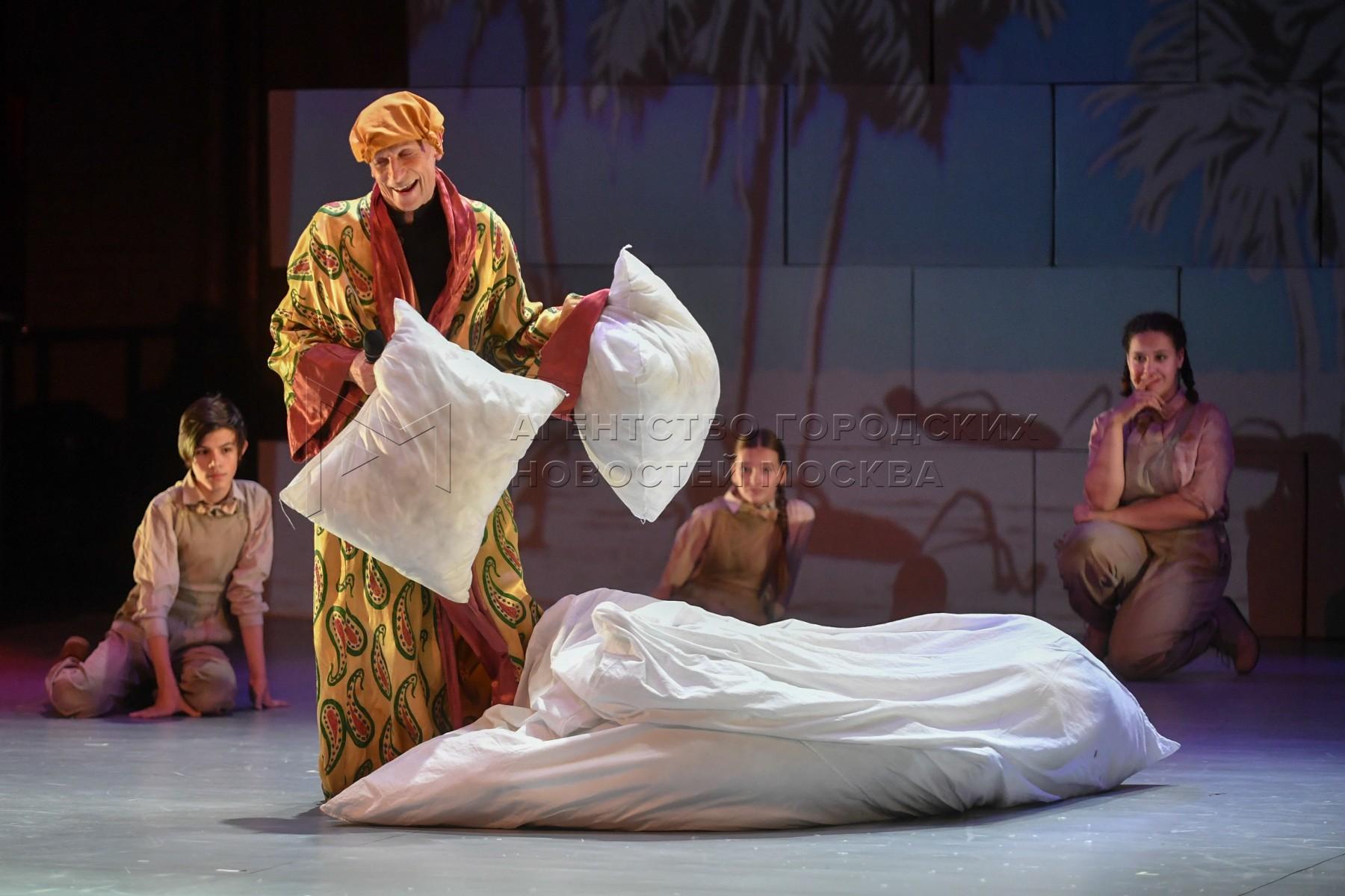 Показ кино-мюзикла «Золото» на третьей сцене МХАТ им. М.Горького.