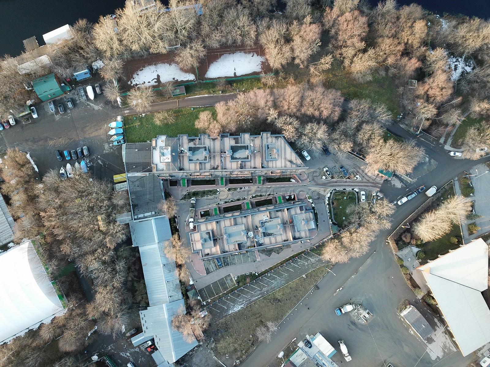 Вид с квадрокоптера на жилой комплекс «Loft River», который признан самостроем.