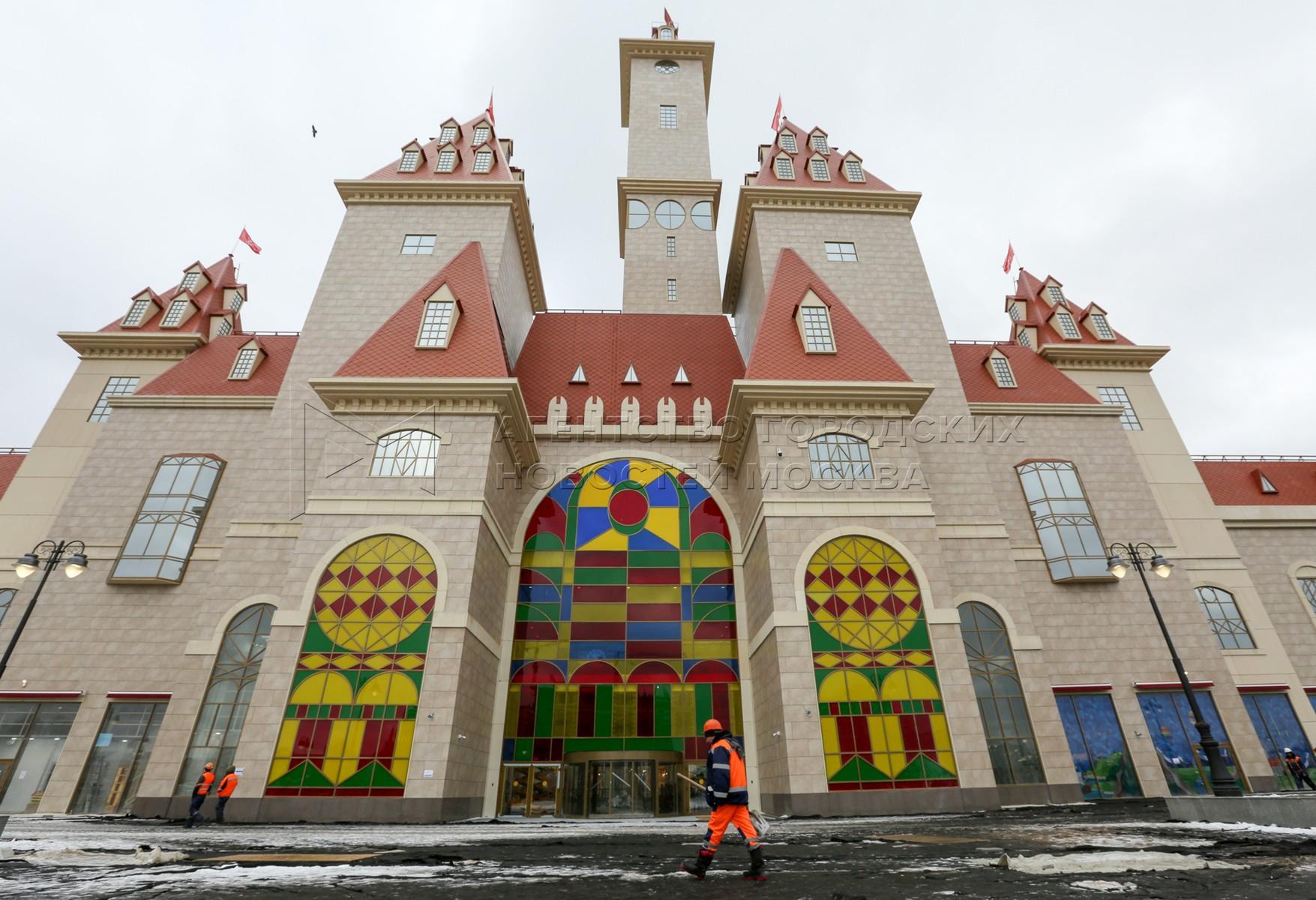 Завершающий этап подготовки к открытию парка развлечений «Остров мечты» в Нагатинской пойме.