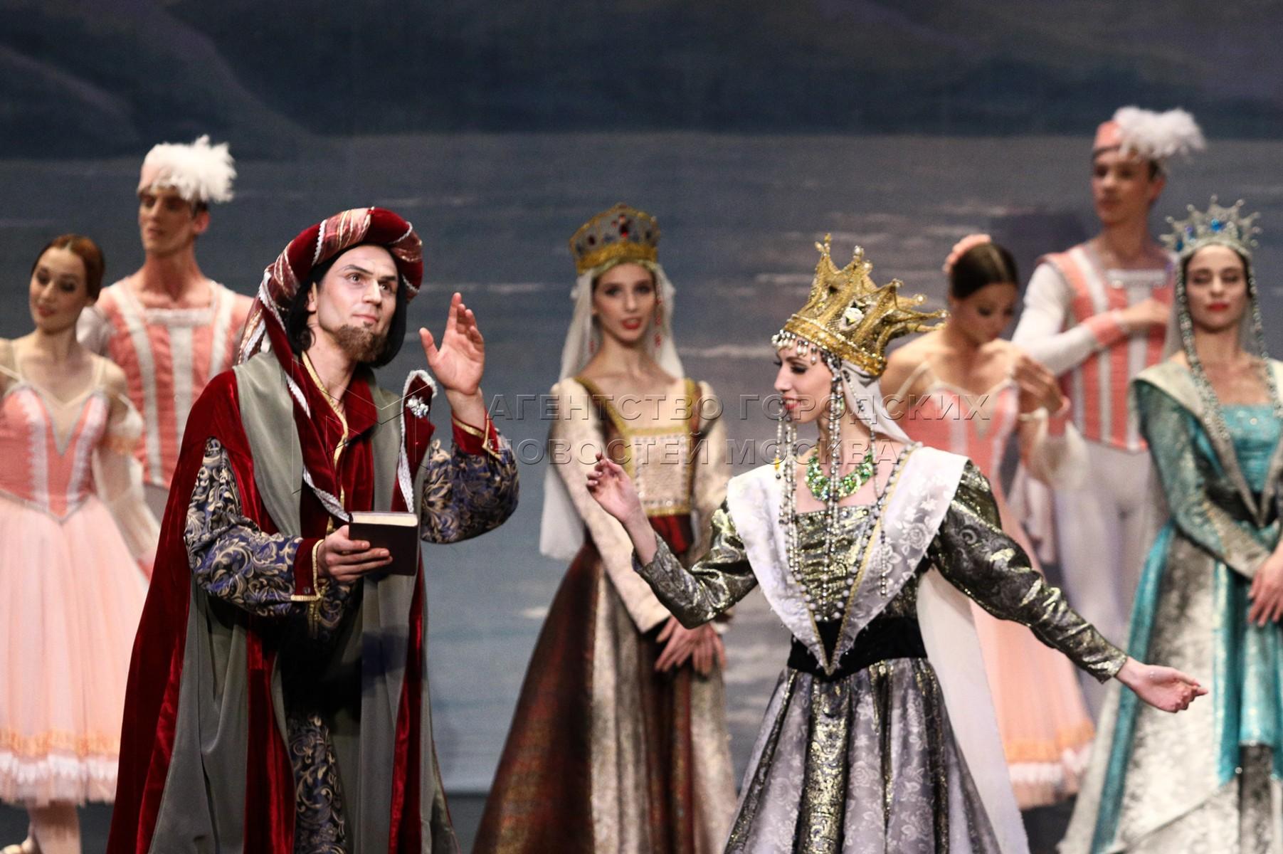 Балет «Лебединое озеро» на сцене «Москонцерт-Холла».