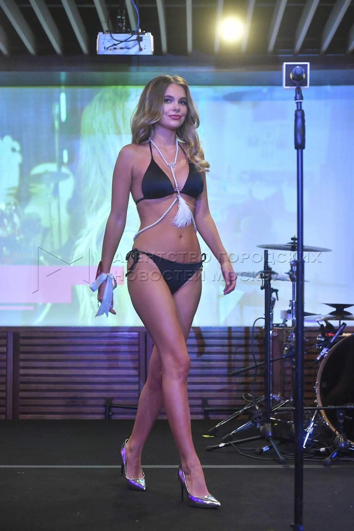 Победительница конкурса красоты и сексуальности Miss MAXIM 2020 Октябрина Максимова (Великий Новгород).