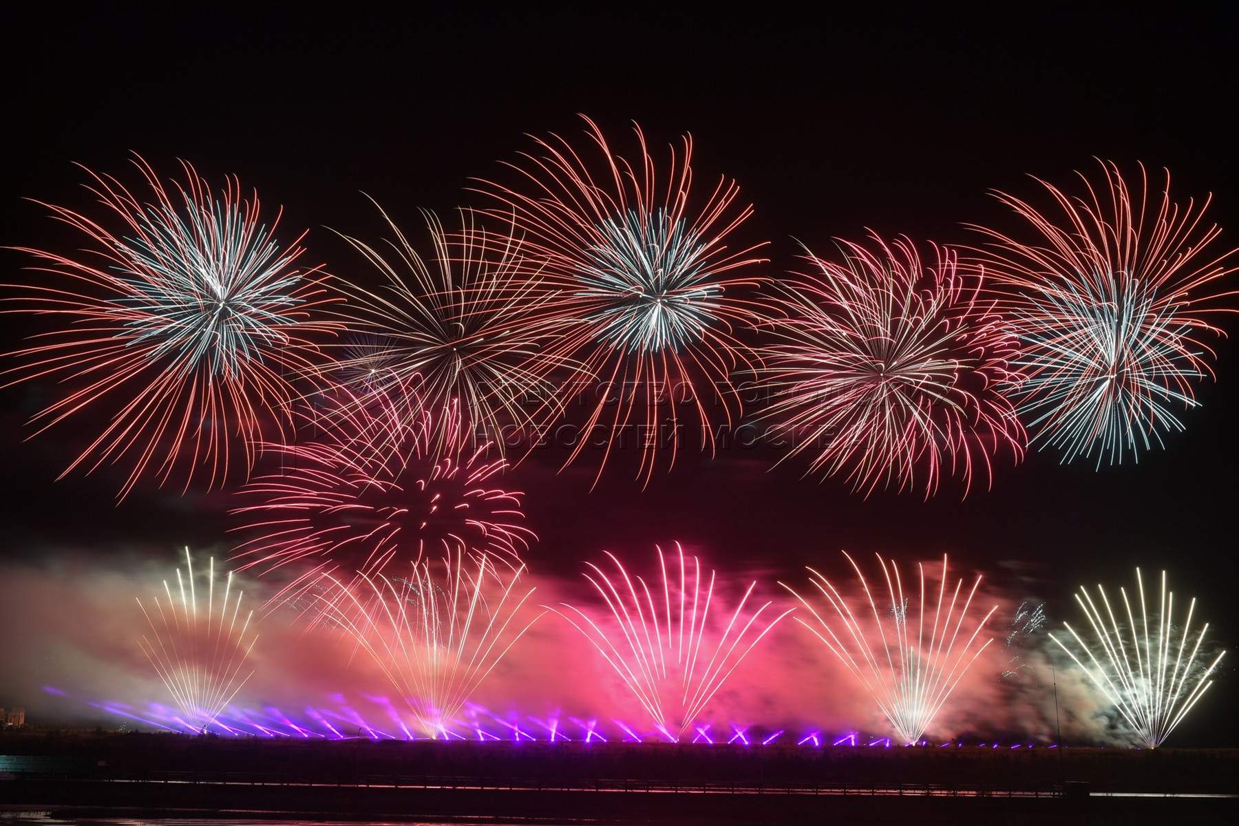 Фестиваль фейерверков «Ростех» в Московской области, прошедший в формате онлайн-шоу.