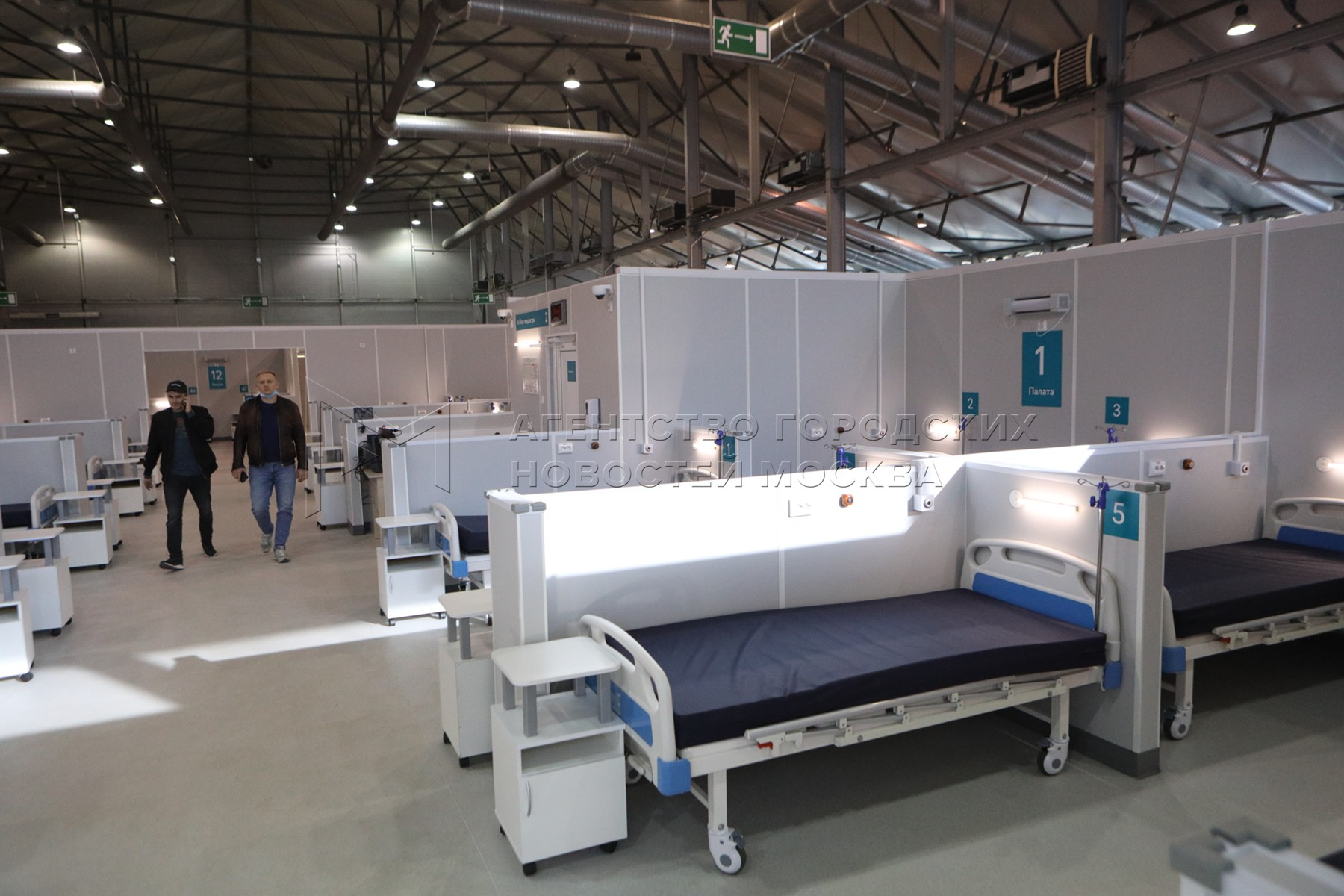 Временный госпиталь для больных коронавирусом в конгрессно-выставочном центре «Сокольники».