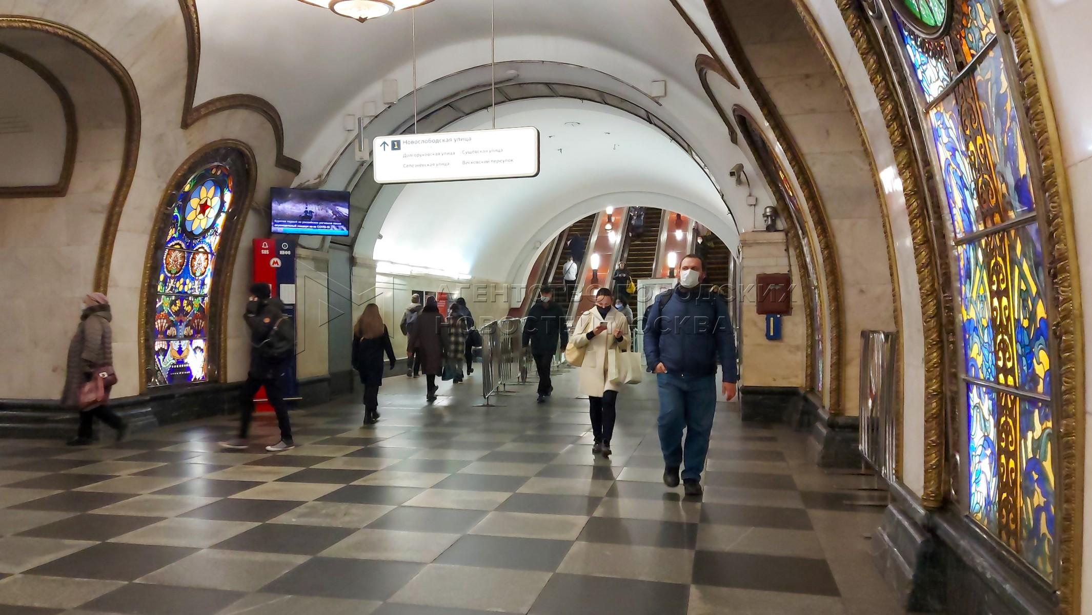 Вестибюль станции «Новослободская» Кольцевой линии Московского метрополитена, который 21 ноября будет закрыт на год для проведения реставрационных и ремонтных работ.