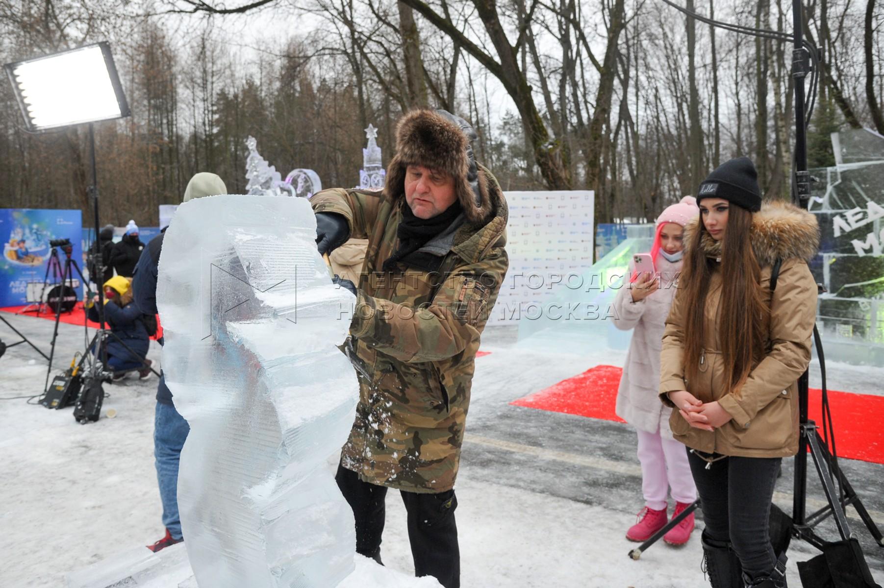 Актер Александр Самойленко во время мастер-класса со звездами на VI Новогоднем фестивале «Ледовая Москва. В кругу семьи».