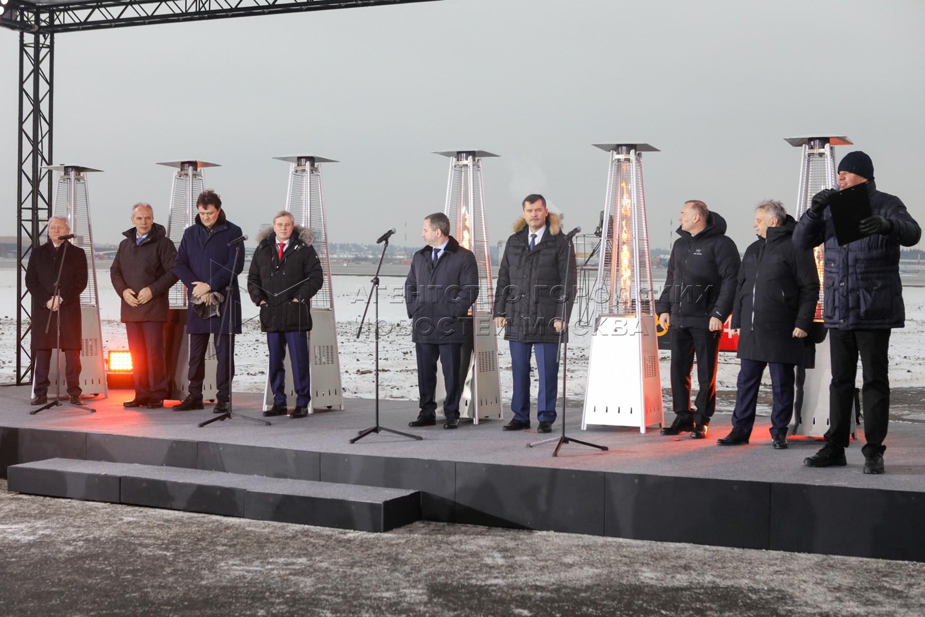 Открытие первой взлетно-посадочной полосы международного аэропорта Шереметьево после реконструкции.