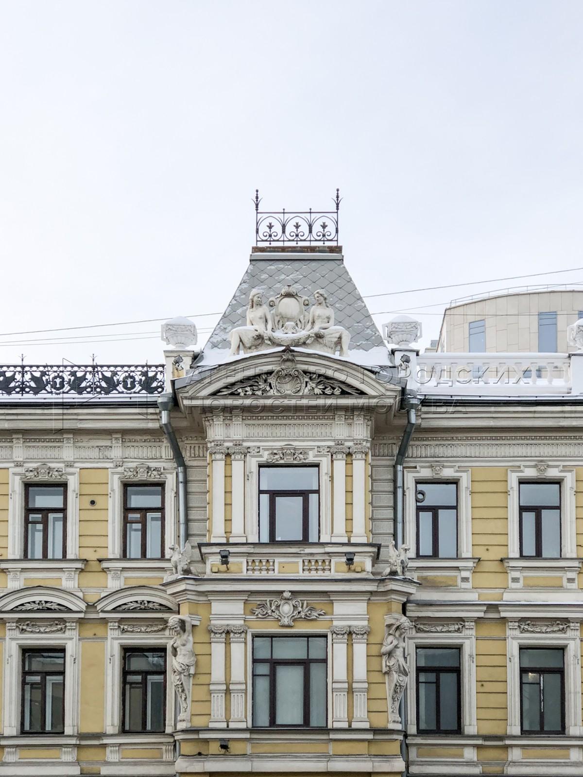 Признанный памятником архитектуры доходный дом купца Камзолкина на проспекте Мира в центре Москвы.