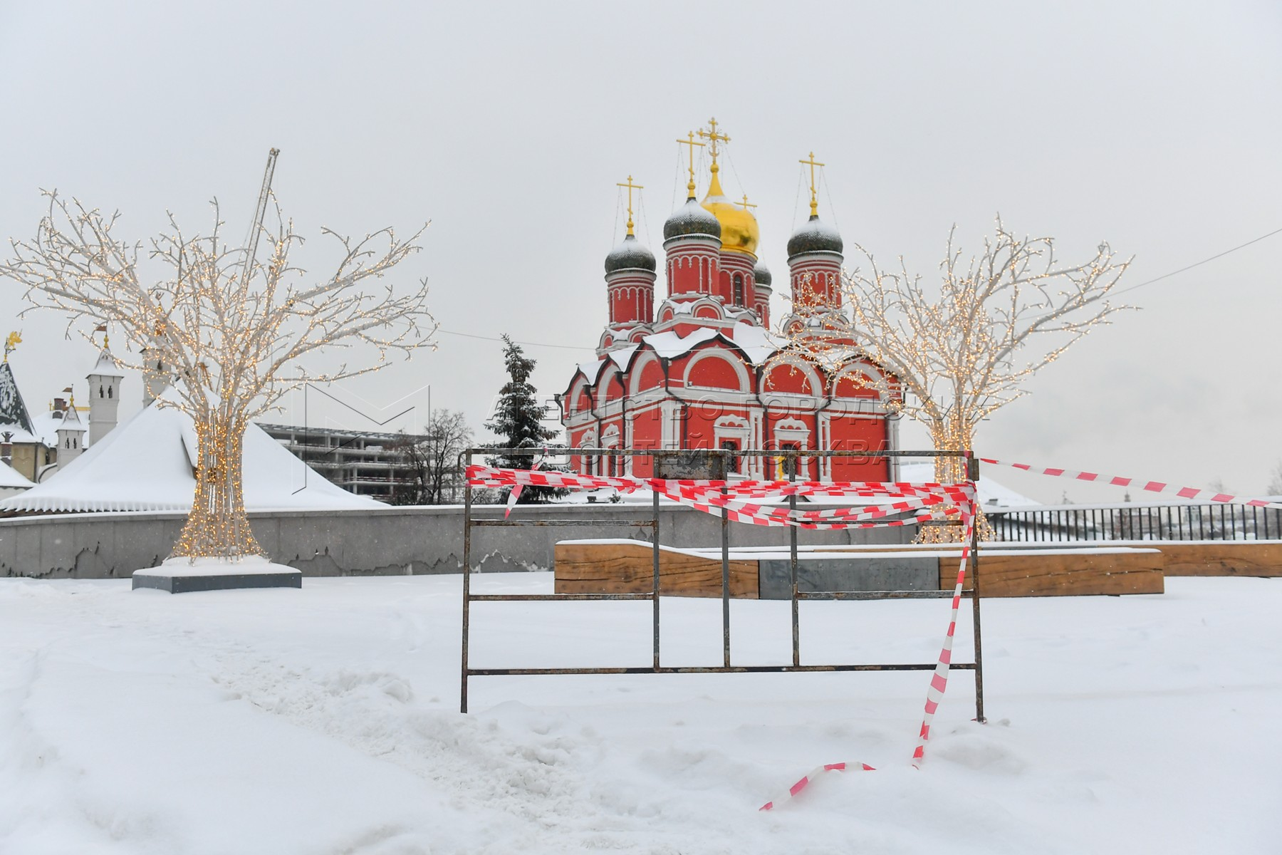 Последствия снегопада в Москве 14 января.