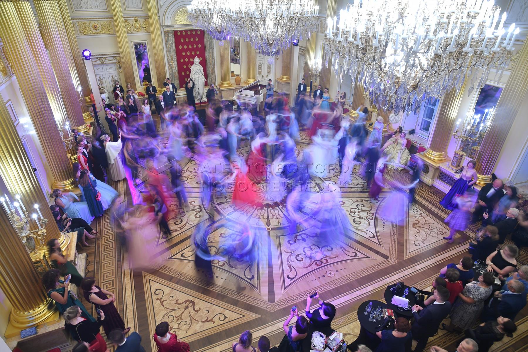 Екатерининский бал в залах Большого Царицынского дворца.