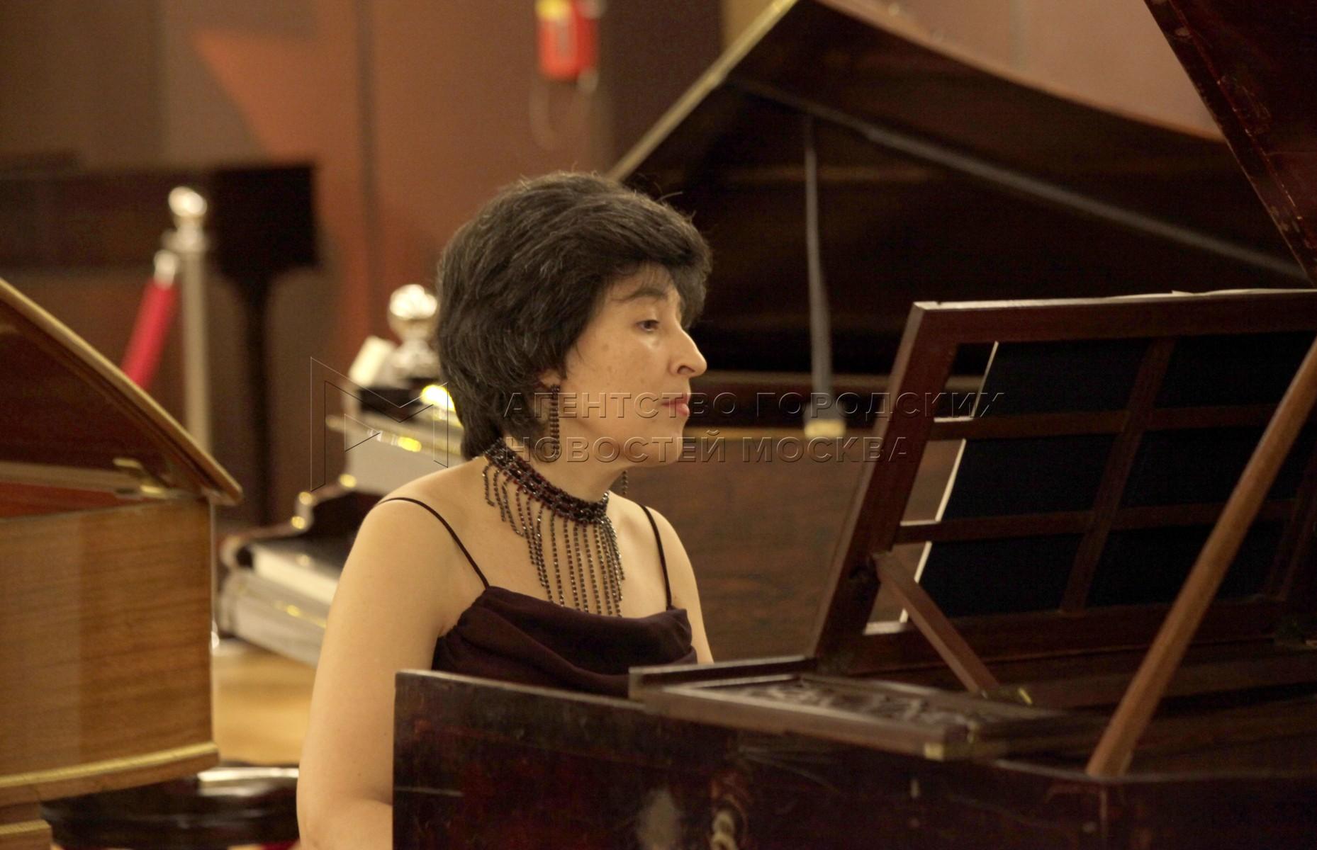 Доцент Московской консерватории Татьяна Зенаишвили (клавесин)